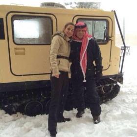 الملك عبد الله والملكة رانيا والثلج .. صور